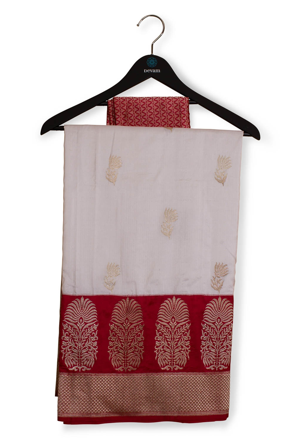 White And Red Bengali Style Bridal Banarasi Saree